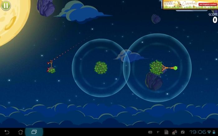 Angry Birds Space - mit Hilfslinie zur Bestimmung der Flugbahn